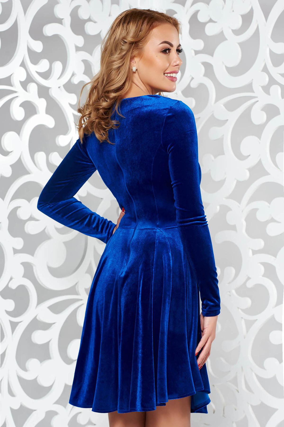 Rochie Artista albastra de ocazie in clos din catifea cu insertii de broderie
