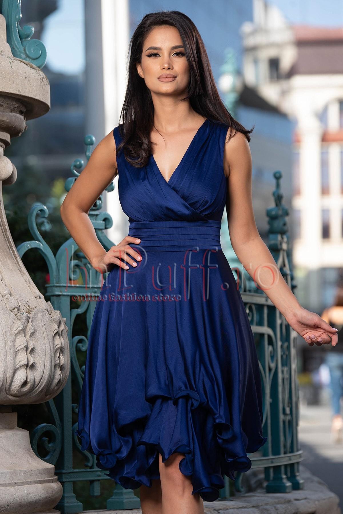 Rochie de ocazie bleumarin din triplu voal creponat cu decolteu petrecut